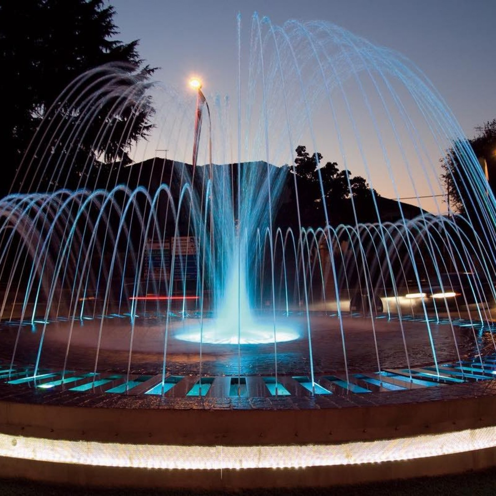 Dynamic Fountain With Lights