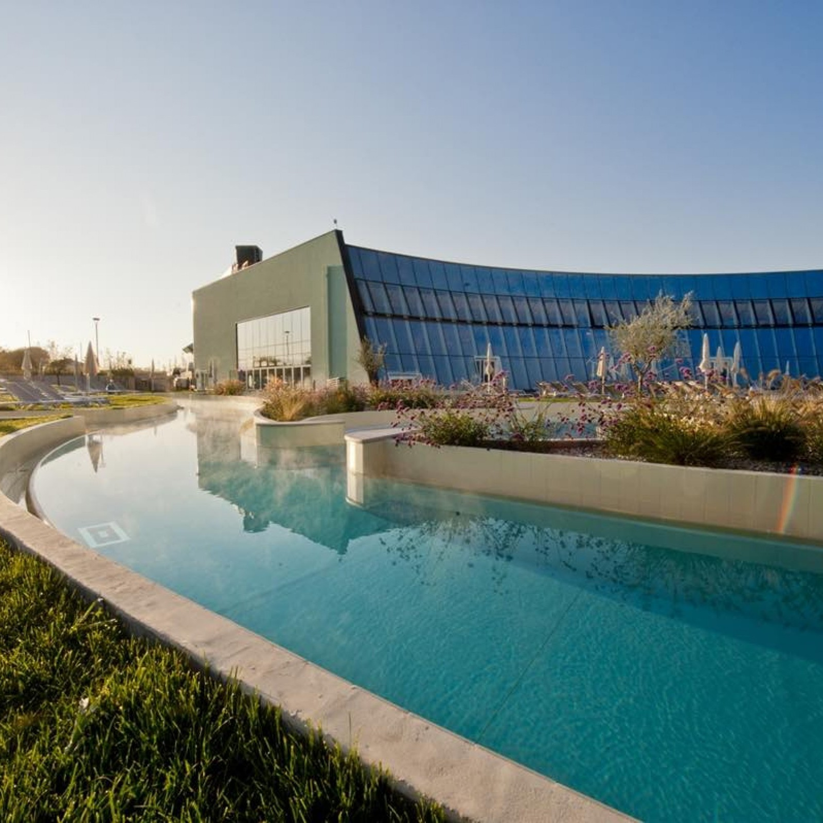 Luxury Pool Cemi