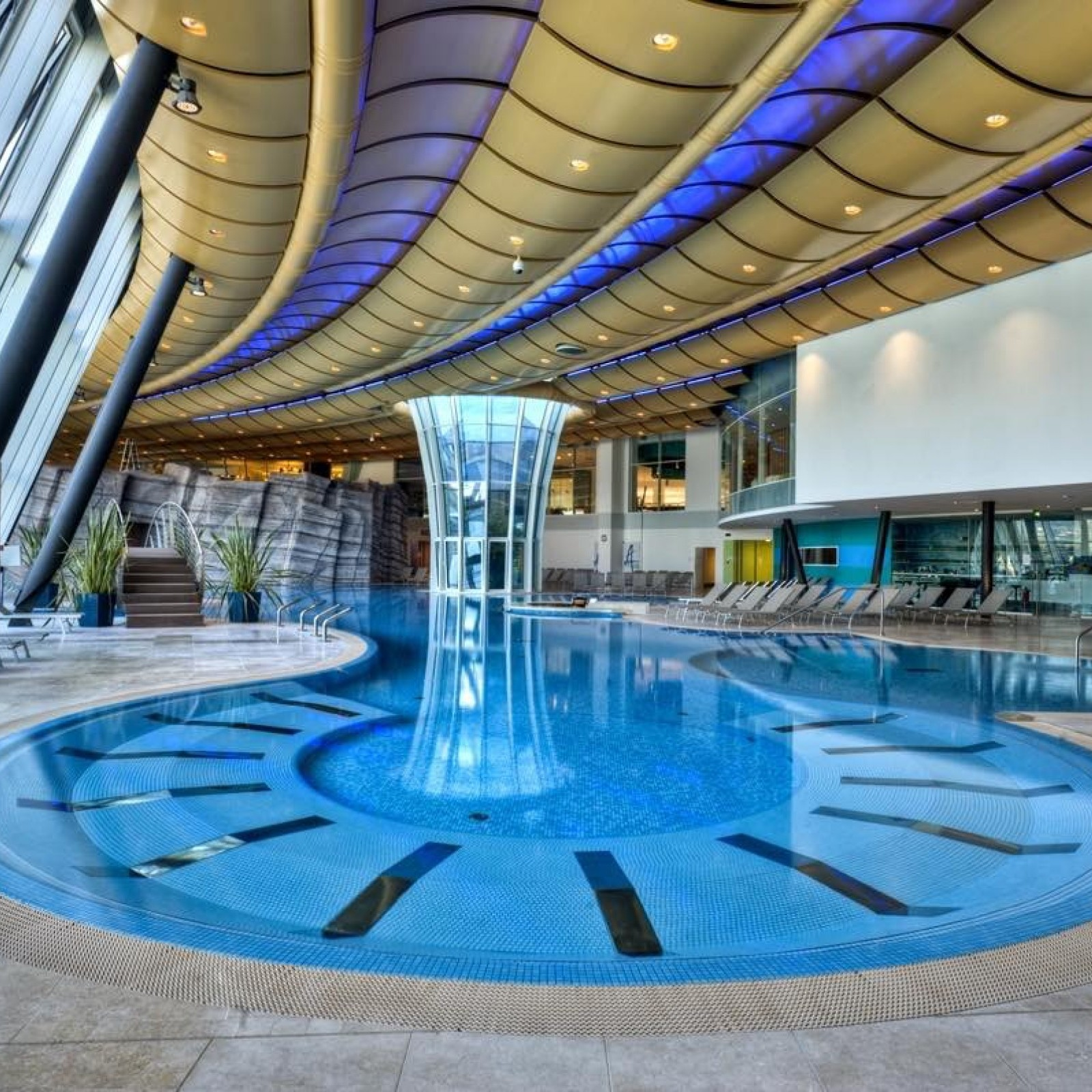 Cemi Pool Luxury