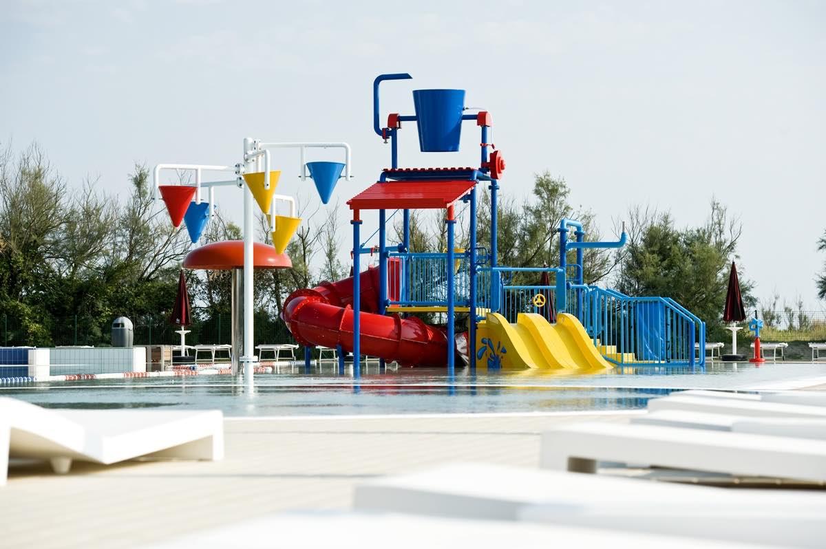 piscina-parco-giochi