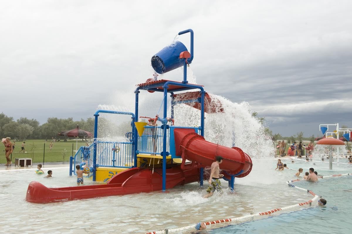 scivoli-bambini-piscina